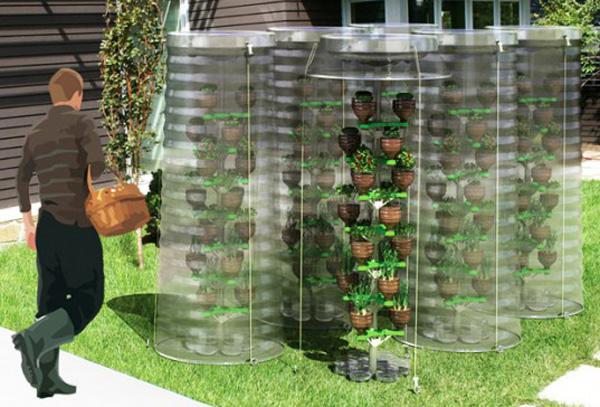 Вертикальная грядка для огурцов из пластиковых бутылок